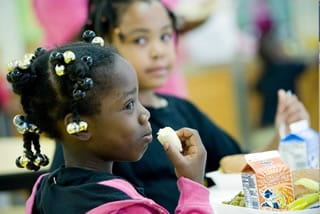 kids eating healthy school lunches